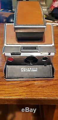 Vintage Polaroid SX-70 Land Camera and case in AMAZING CONDITION
